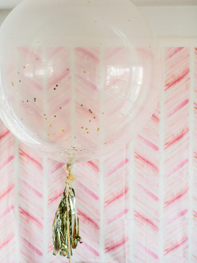 Geronimo gold confetti balloon